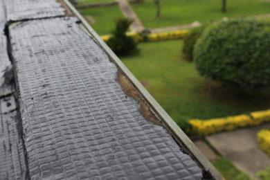 Restauração e impermeabilização de placas de cimento
